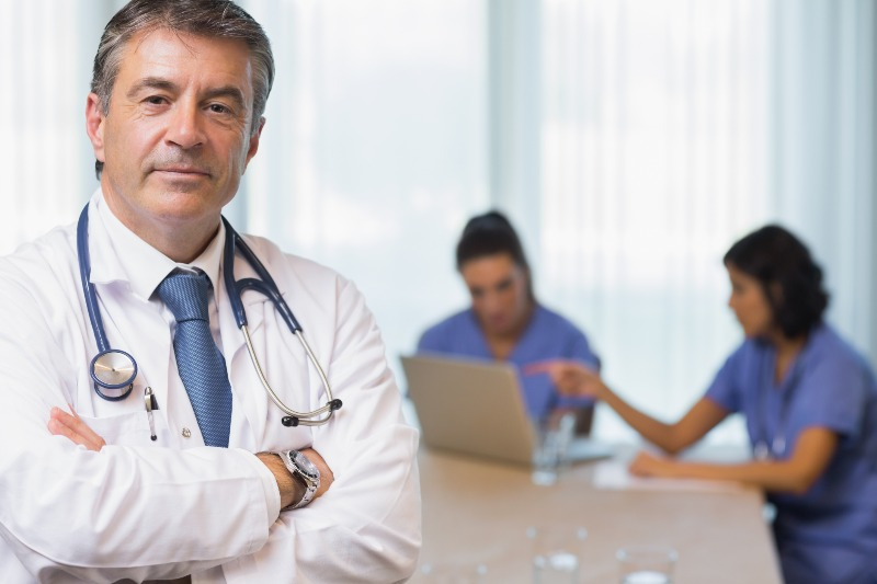 File:Doc and laptop facing right.jpg